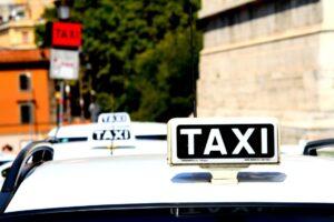 Fałszywe taksówki w Warszawie