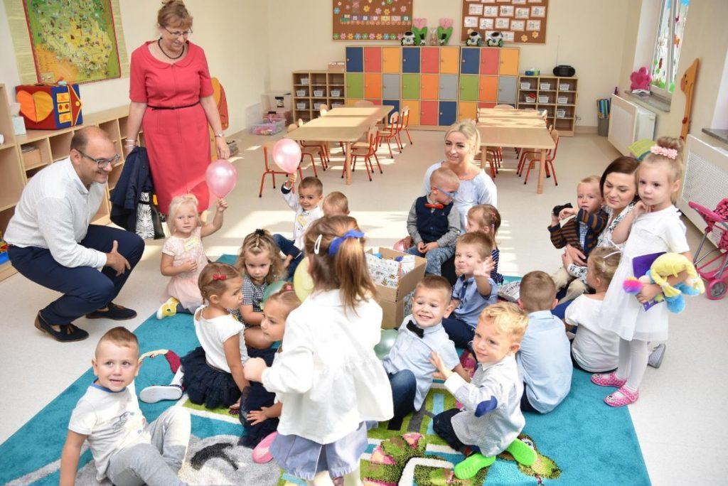- Jestem przekonana, że w tym nowym, pięknym przedszkolu, najmłodsi mieszkańcy naszej gminy będą czuli się wspaniale – mówiła wójt gminy Teresa Mazurek.