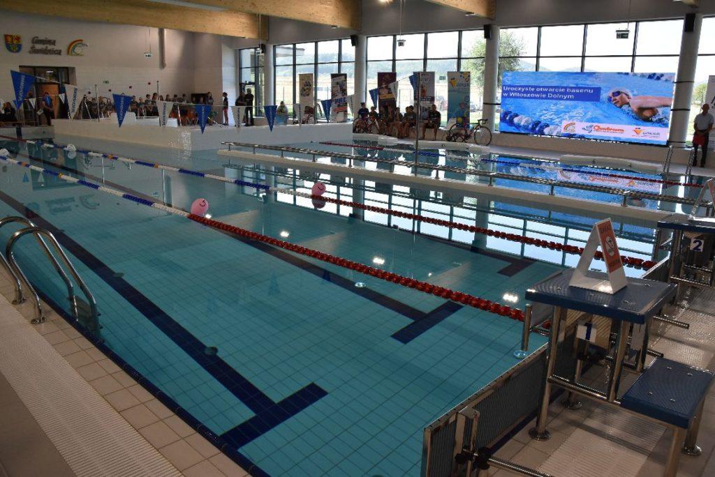 W nowym roku szkolnym 2018/2019 na uczniów w gminie Świdnica czeka wiele nowości. Jedną z nich jest możliwość korzystania z zajęć wychowania fizycznego na przyszkolnym basenie w Witoszowie Dolnym.