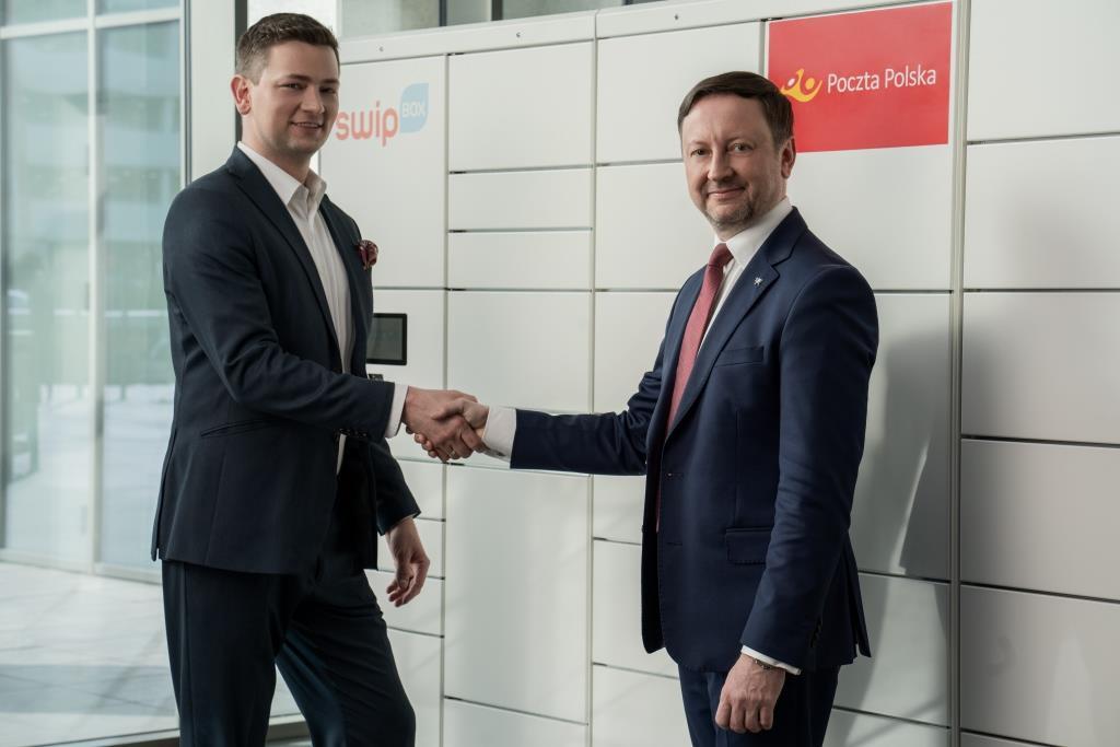 Michał Czechowski, prezes zarządu SwipBox Polska i Grzegorz Kurdziel, wiceprezes Poczty Polskiej