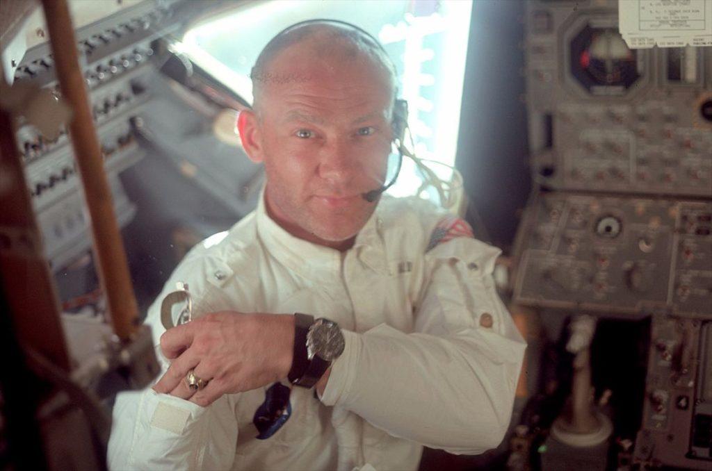 Omaga, Buzz Aldrin