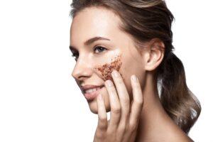 Peeling skóry suchej – czy to bezpieczne?